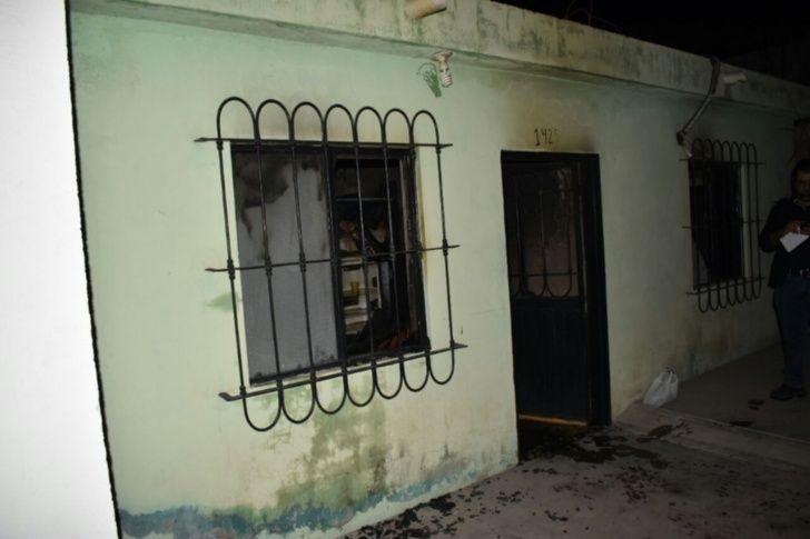 Entran a robar y queman la casa