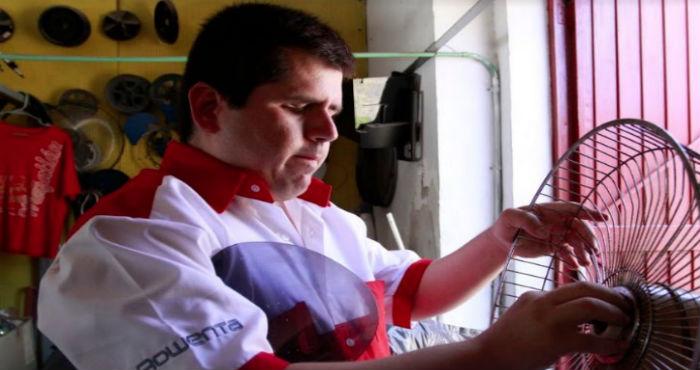 Jesús, el invidente que se gana la vida reparando electrodomésticos en Culiacán