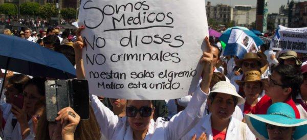 Médicos podrían irse a paro nacional a favor de compañero detenido