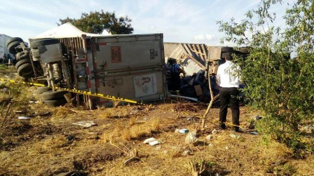 Vecino del municipio Escuinapa resulta herido tras accidente de triler