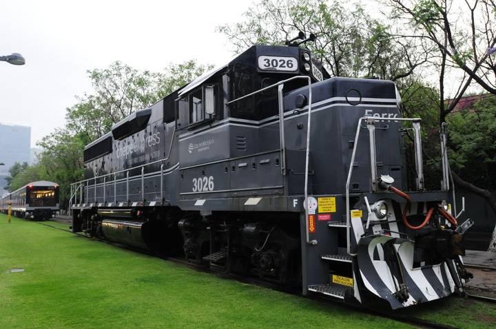 Chepe express, tren a todo lujo, lo exhiben en la capital del país