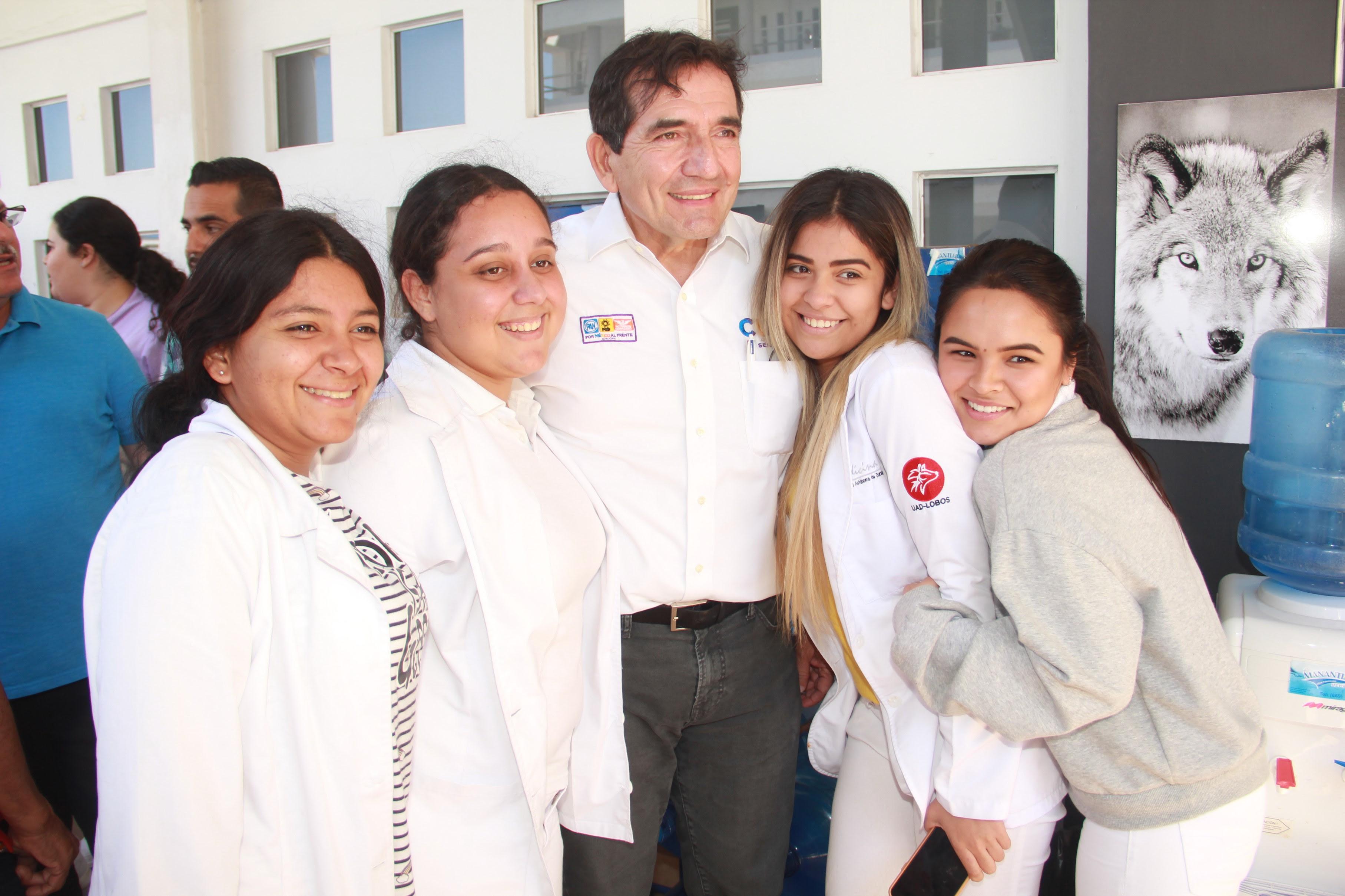 Se reúne Cuén Ojeda con jóvenes de la Universidad Autónoma de Durango
