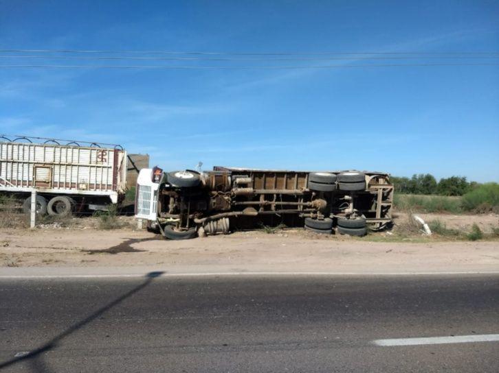 Se vuelca camión con más de 15 toneladas de maíz