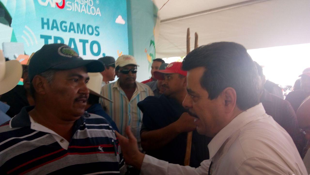 Inauguración de Expo Agro se retrasa ante manifestación de productores