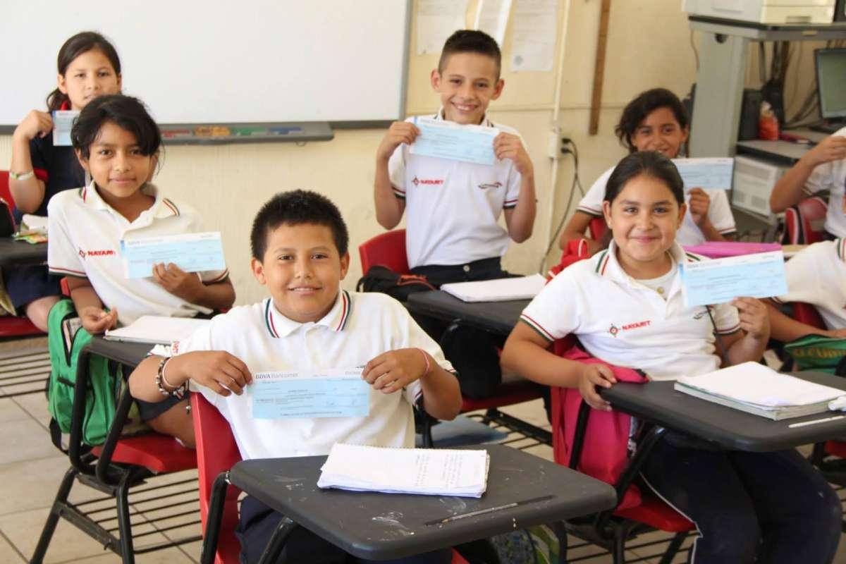 Lista la entrega de becas escolares correspondientes al primer trimestre del año