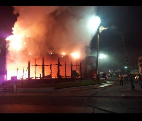 Se registra incendio de un Burger King en la zona dorada de Mazatlan