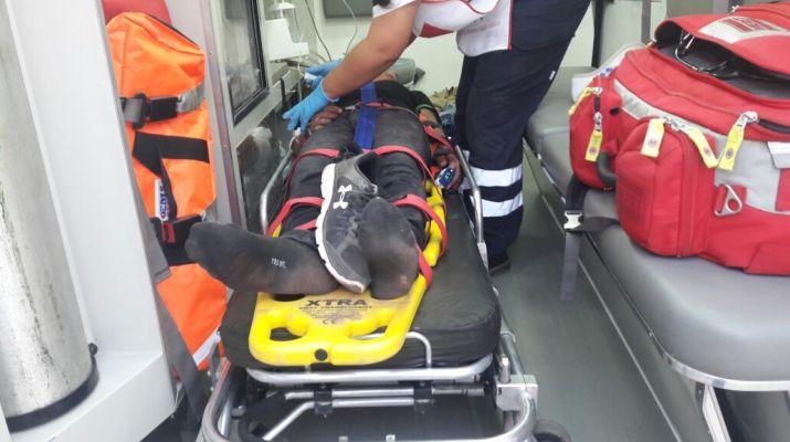Tras supuesta persecución Joven resulta herido al caerse de su moto