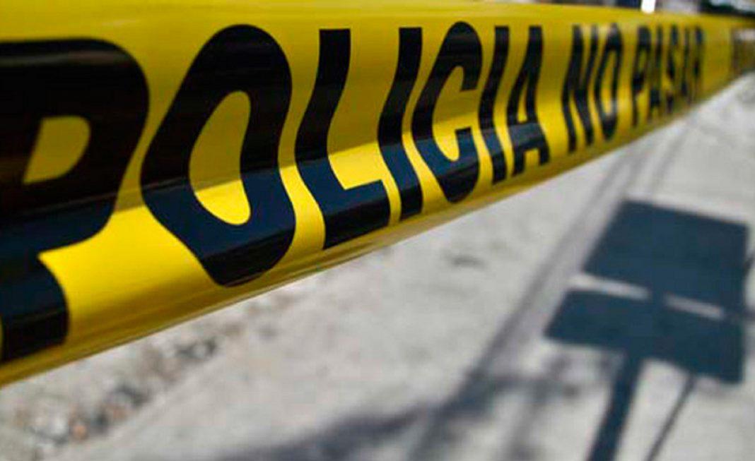 Tras volcar su camioneta muere hombre en Guasave